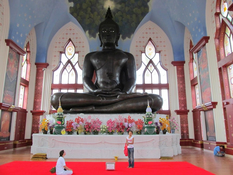 Velký Černý Buddha - Wat Dhammamongkol