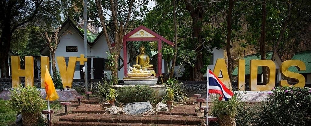 Wat Pra Baht Nam Phu který se stará o nemocné AIDS