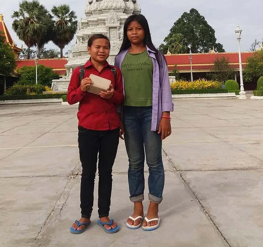 Vlevo Nicol 15 let Vpravo Kim 13 let