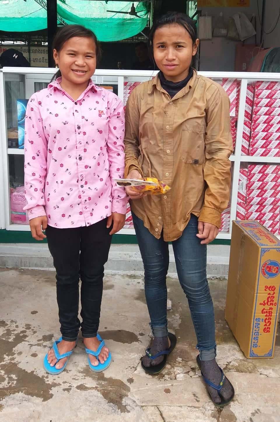 Vlevo Nicol 15 let Vpravo její sestra 22 let
